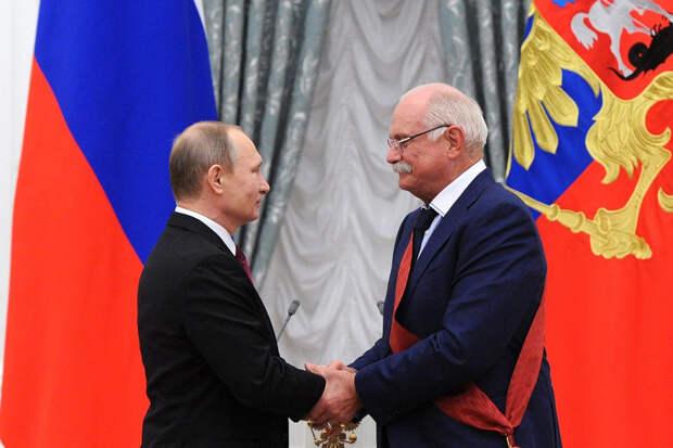 Путин присвоил Михалкову звание Героя Труда