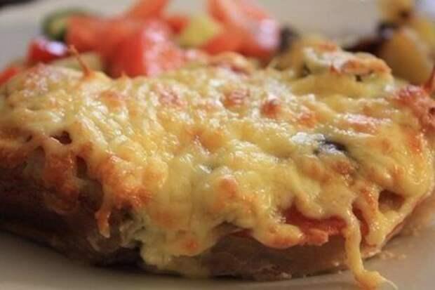 Сочное мясо в фольге с грибами и помидорами