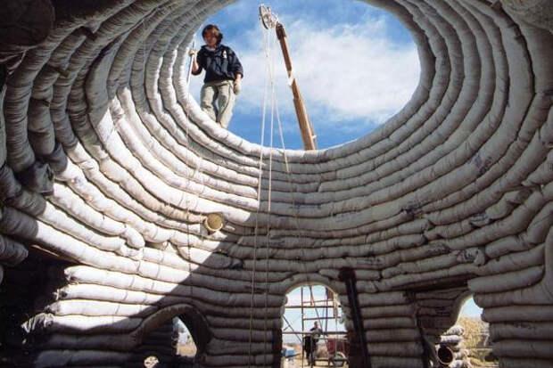 Дом можно построить даже из земли