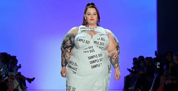 Тесс Холлидей стала звездой показа на неделе моды