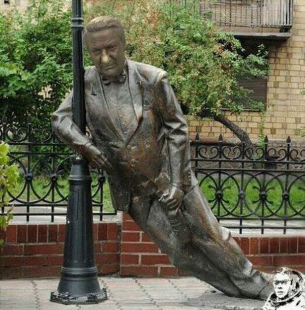 В Екатеринбурге может появиться памятник пьяному Борису Ельцину.