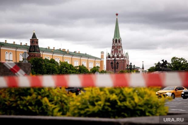 Туристам вКремле запретили пить алкоголь итанцевать