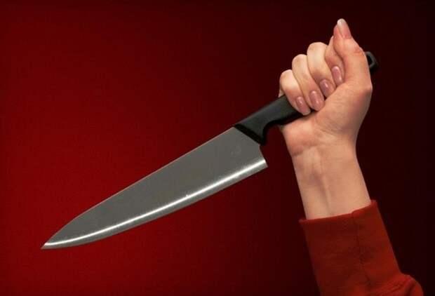 В Волынской области женщина ударила ножом соседа