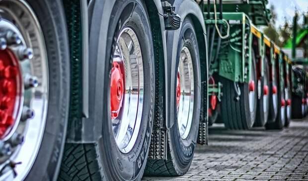 Больше десятка грузовиков заметили награнице Украины сРостовской областью