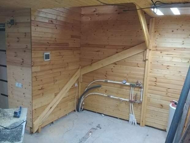 Винтовая лестница. Сделал из того, что под рукой. 🔨