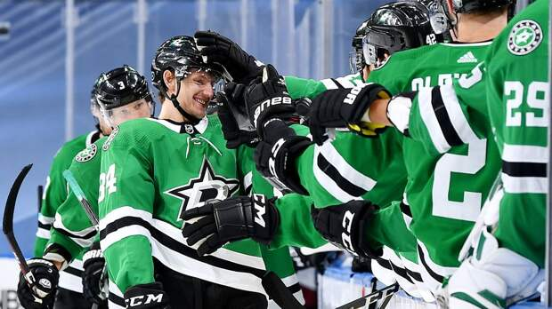 «Даллас» без Худобина переиграл в овертайме «Каролину», Гурьянов набрал 60-е очко в НХЛ