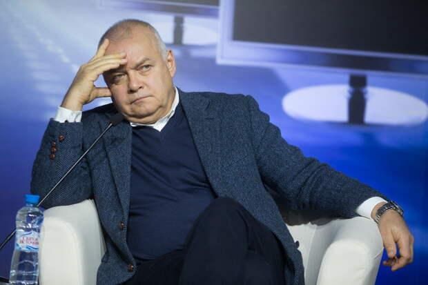 Журналист Дмитрий Киселёв призвал вывести на улицы армию для соблюдения условий жёсткого карантина и предотвращения паники.(опрос)