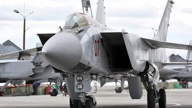 Многоцелевой истребитель МиГ-31БМ на авиабазе Хотилово