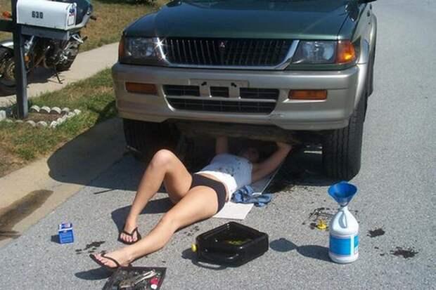 5. Девушки ремонтируют авто да ладно, и такое бывает, прикол, смешно, тебе никто не поверит, фото, это невозможно