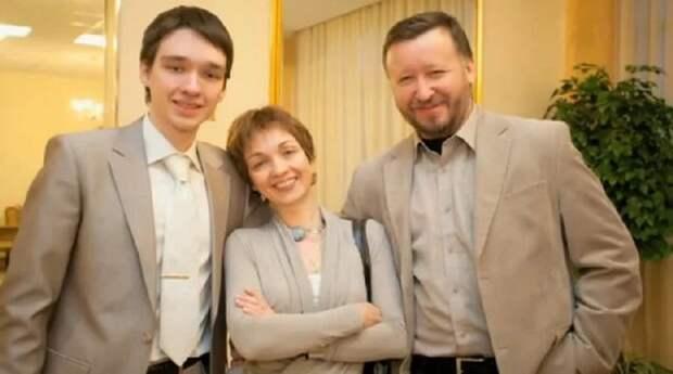Ксения Филиппова с мужем и сыном. Фото: kino-teatr.ru