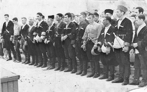 Воины 115-й Кабардино-Балкарской кавалерийской дивизии перед отправкой на фронт СССР, война, история