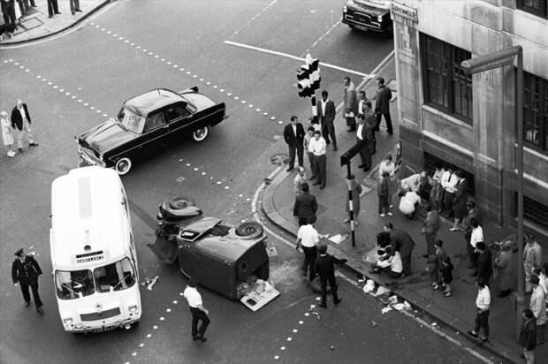 Автокатастрофа. Великобритания, Лондон, Кларкенуэлл, 1959 год.