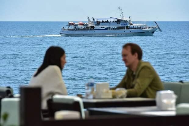 Сотрудники крупных туристических предприятий Крыма привиты от коронавируса на 90%