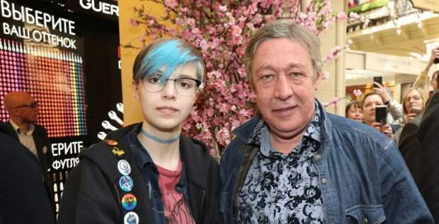 Дочь Михаила Ефремова заявила, что официально стала Сергеем