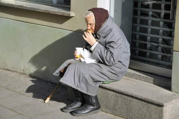 Жизнь в нищете или жизнь в России.