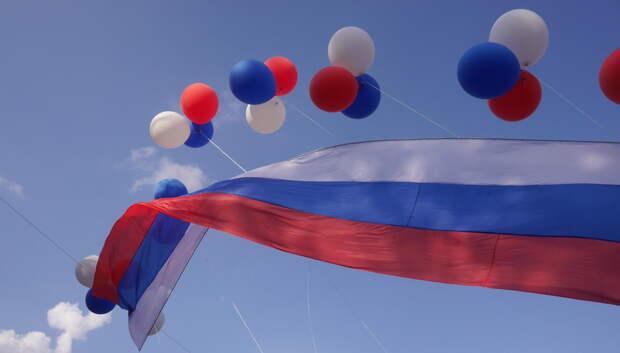 Сотрудникам «Метровагонмаш» Мытищ раздали флаги в преддверии Дня России