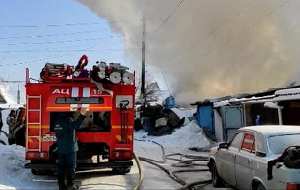 Погибли дети: кадры страшного пожара в Новосибирске
