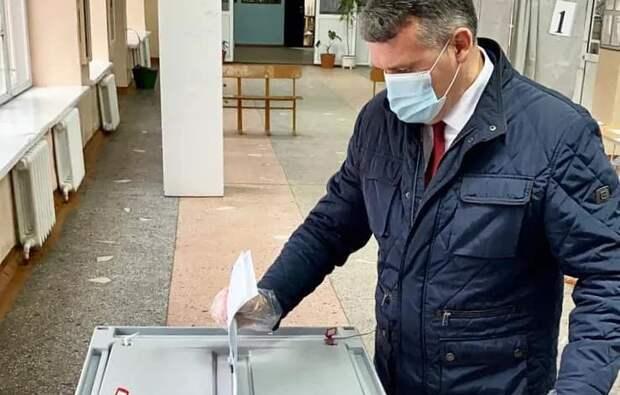 Мэр Усть-Кутского района вместе с супругой проголосовали на выборах депутатов в Госдуму
