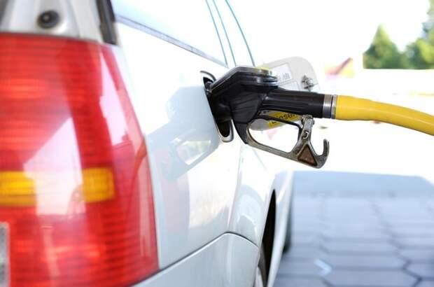 Власти ответили на жалобы по поводу дорогого бензина