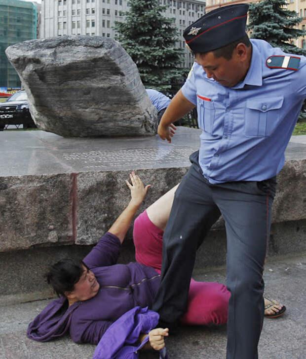 """Полицейские будни. Приговоры за """"превышение служебных полномочий с применением насилия""""."""