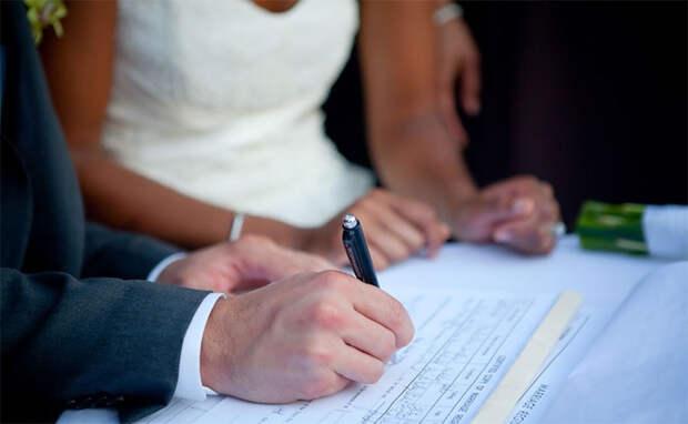 Cказал что нужно составить брачный контракт