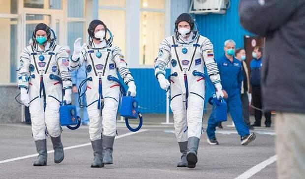 Космонавт изТатарстана ичлены экипажа МКС вернулись наземлю