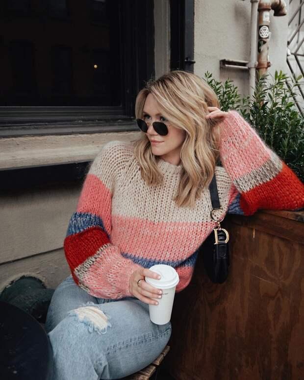 C чем носить яркие джемпер, свитер и кофты: 16 безупречных комбинаций на все случаи
