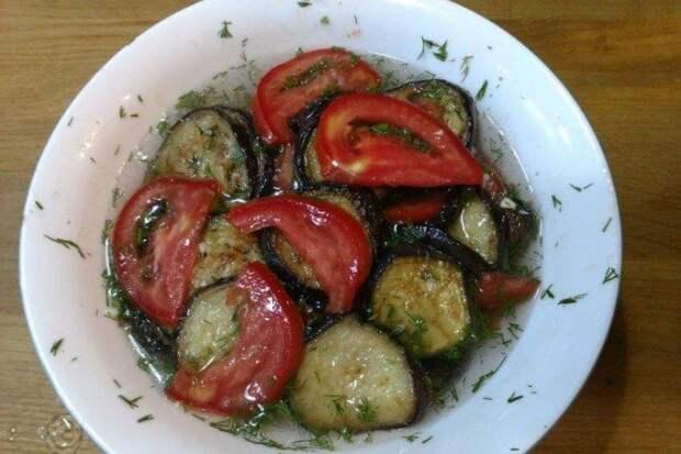 15 отличных рецептов баклажанов с помидорами и чесноком