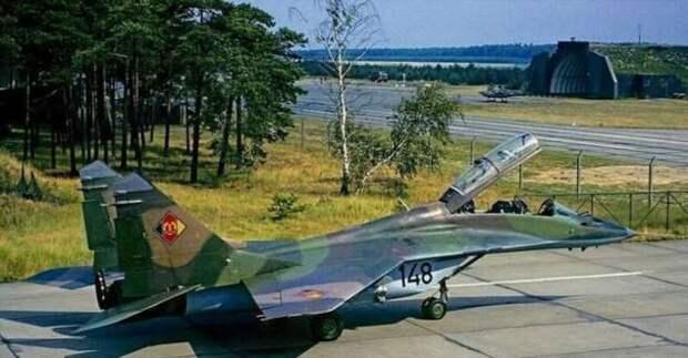 Лётчики Народной Армии ГДР -«чужие среди своих» (7 фото)