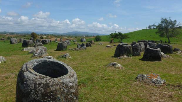 Каменные «банки» Лаоса: откуда взялись на плато Сианкхуанг тысячи сосудов-мегалитов?