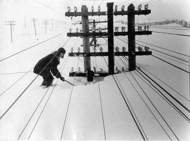 Линии электропередач, занесенные снегом. Воркута, Коми АССР, СССР, 60-е гг. Весь Мир, история, фотографии