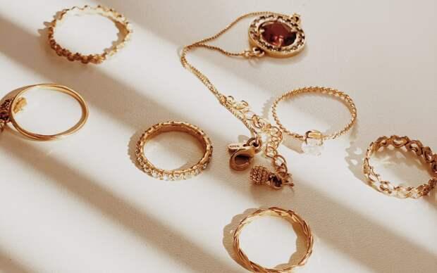 В Шереметьево пресекли контрабанду ювелирных украшений