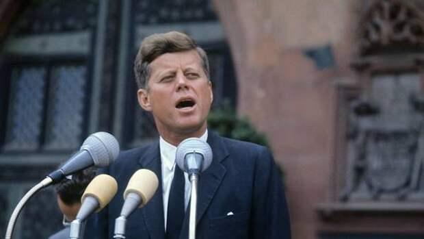 Экс-глава ЦРУ поверил, что убийство Кеннеди заказал Хрущев