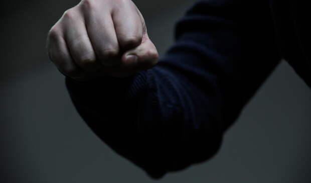Сломанный палец ивыбитый зуб: прогулка семьи поночному Тагилу закончилась избиением
