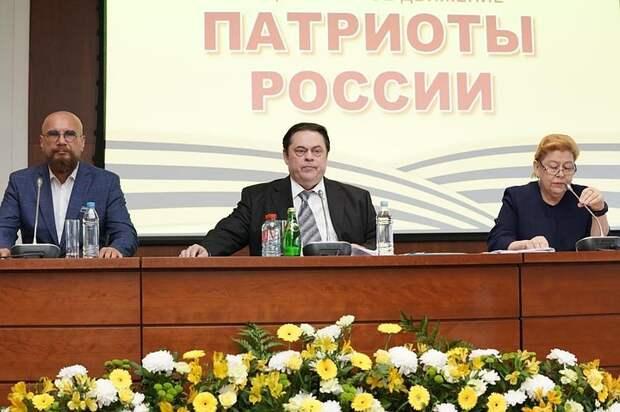 В стране создано мощное общественное  движение  «Патриоты России»