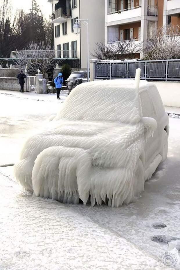 Владельцу не позавидуешь, но как красиво зима, красиво, мороз
