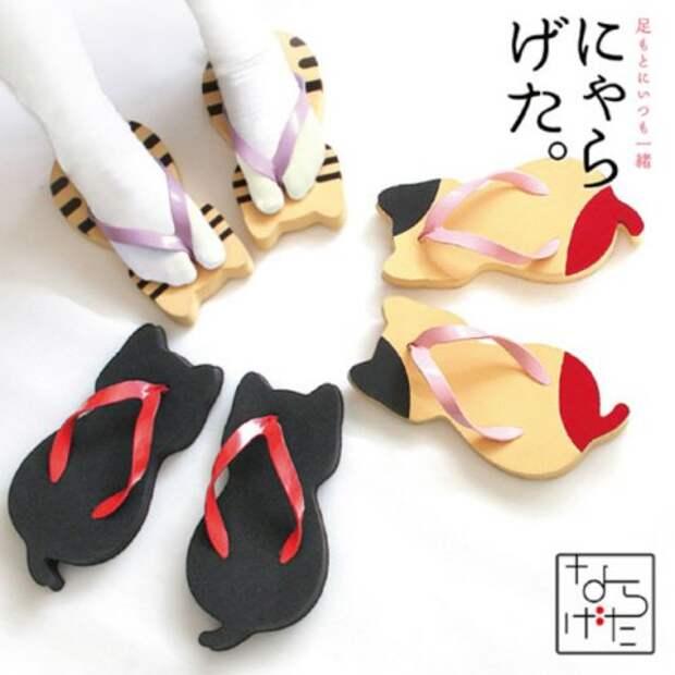 Традиционные японские сандалии гэта в форме кошек
