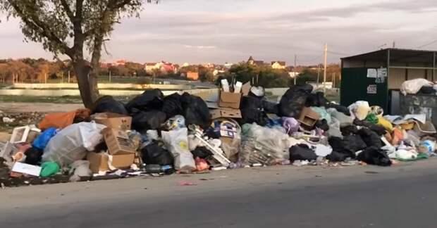Этим шокированы все: туристы въезжают в Севастополь через горы мусора