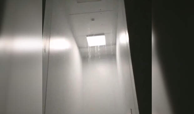 Коридоры ковид-госпиталя вБашкирии залило водой из-за сильного дождя