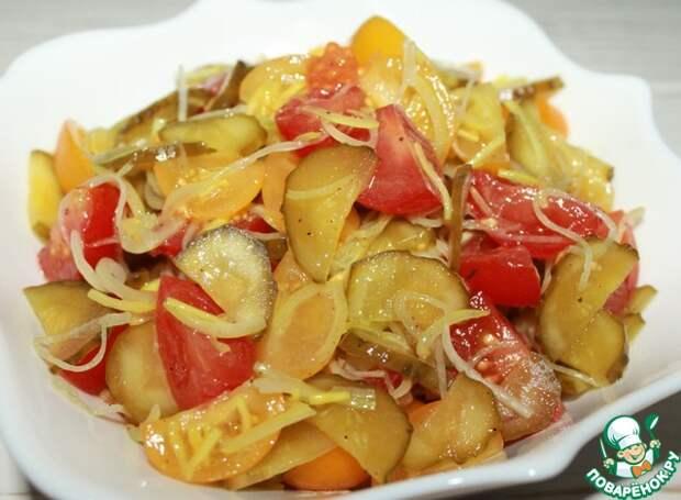 Салат из помидоров с солеными огурцами