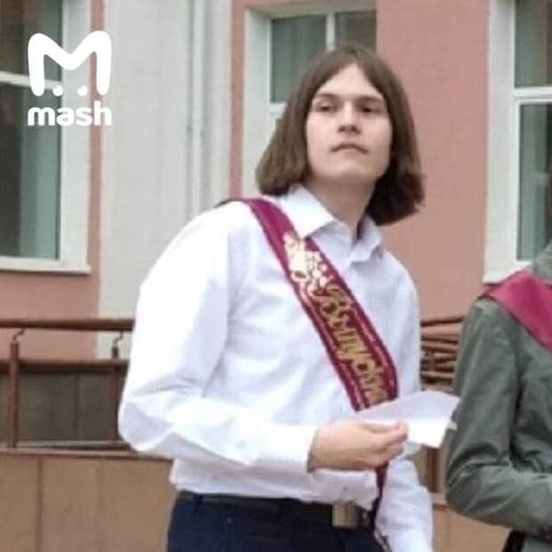 Будущий стрелок Тимур Бекмансуров на выпускном в 60-й школе. Сейчас он в больнице с...