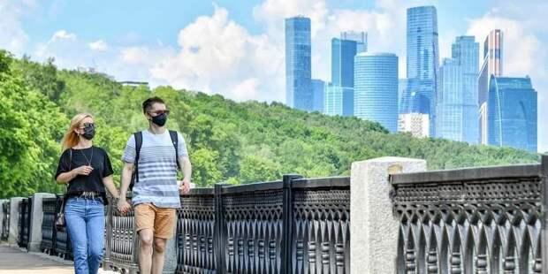 Роспотребнадзор призвал москвичей не отказываться от масочного режима из-за жары