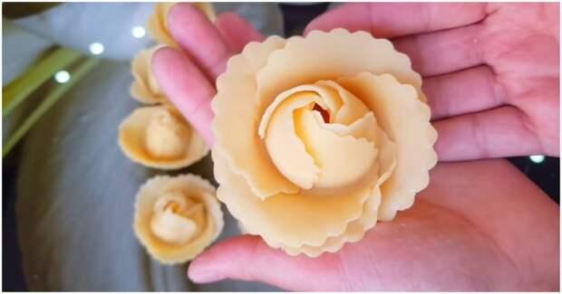 Приготовьте красивый и оригинальный десерт из теста с помощью бокала