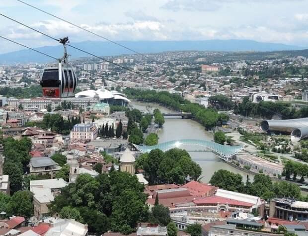 Грузия намерена принимать иностранных туристов с июля