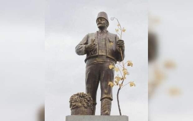 Зюганов отреагировал на переделывание памятника Ленину под Одессой в болгарина Трифона