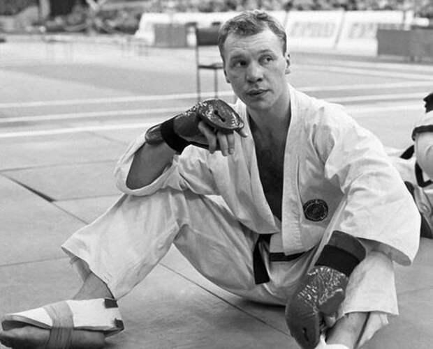 Победитель Первого чемпионата СССР по тхэквондо в весовой категории свыше 80 кг актер Анатолий Журавлев. 1991 год.