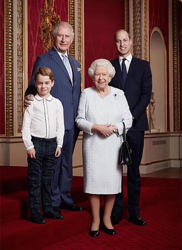 """Близкий друг принца Уильяма прокомментировал слова принца Гарри: """"Уильям доволен своей ролью и не находится """"в ловушке системы"""""""