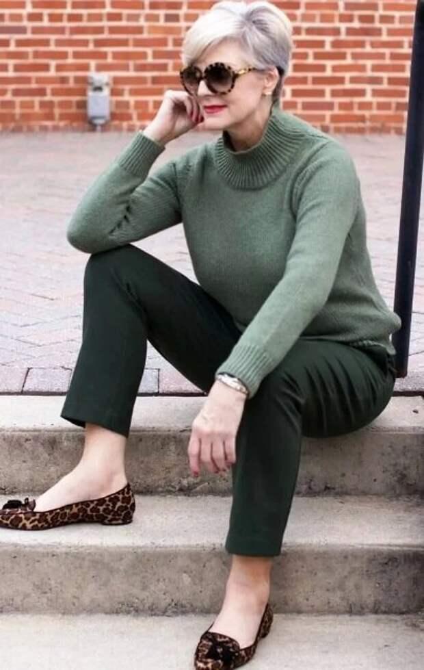 Темно-зеленые женские брюки