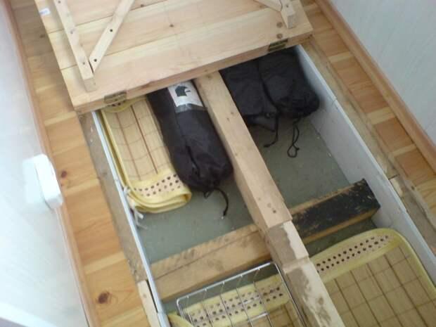 На балконе можно даже организовать маленький погреб. Лыжи туда точно войдут Фабрика идей, балкон, дизайн, идеи, маленький, экономия пространства