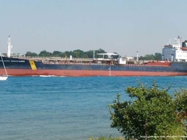 Захваченный в Оманском заливе танкер Asphalt Princess взял курс на Иран